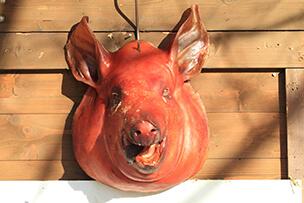 Голова свиньи – подклад на разрушение семьи.