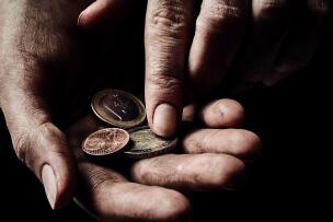 Металлические деньги – подклад для наведения порчи на бедность